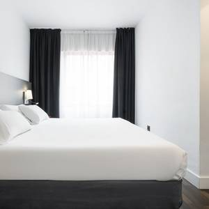 3 person room Hotel ILUNION Suites Madrid Madrid