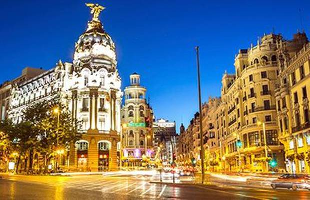 If you like Madrid in autumn as much as we do, you won't want to miss the chance to get 20% off stays at ILUNION Suites Madrid. Theatre, Cinema, Shopping, Bars... Mad For Madrid. Hotel ILUNION Suites Madrid Madrid